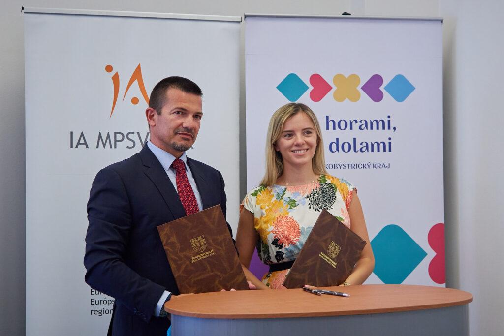 Ing. Norbert Tinka (IA MPSVR SR) a JUDr. Gabrielou Bielikovou (BBSK)